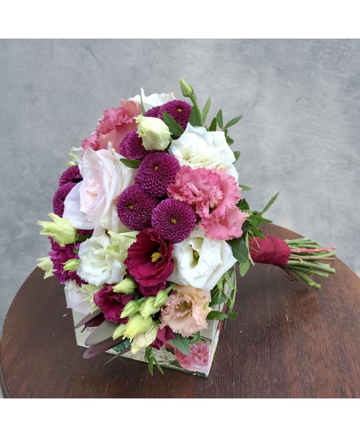 Букет невесты  из роз Охара, добавлением эустомы в цветовой гамме  марсала, вино и белый