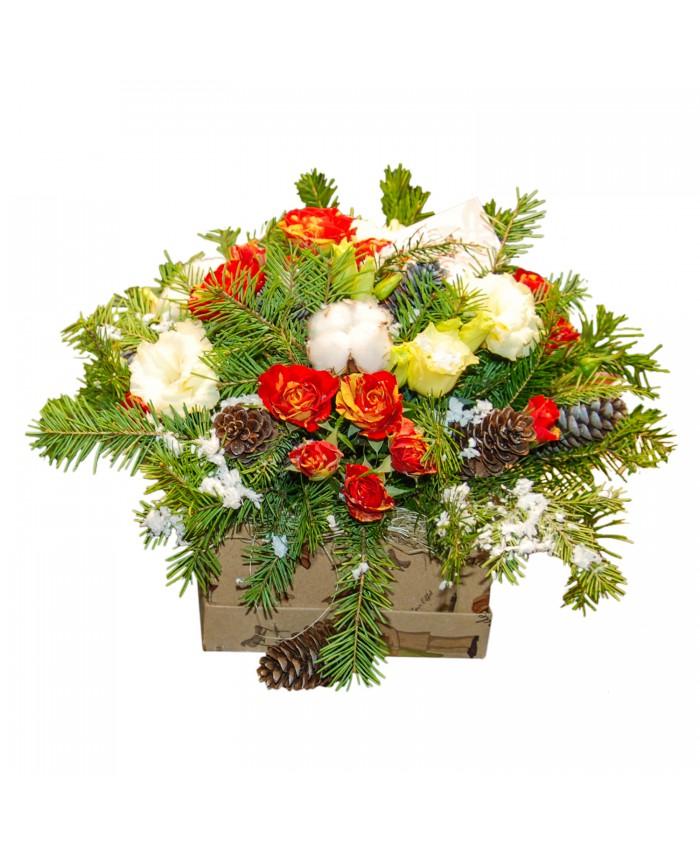 Новогодние букеты из цветов и ели