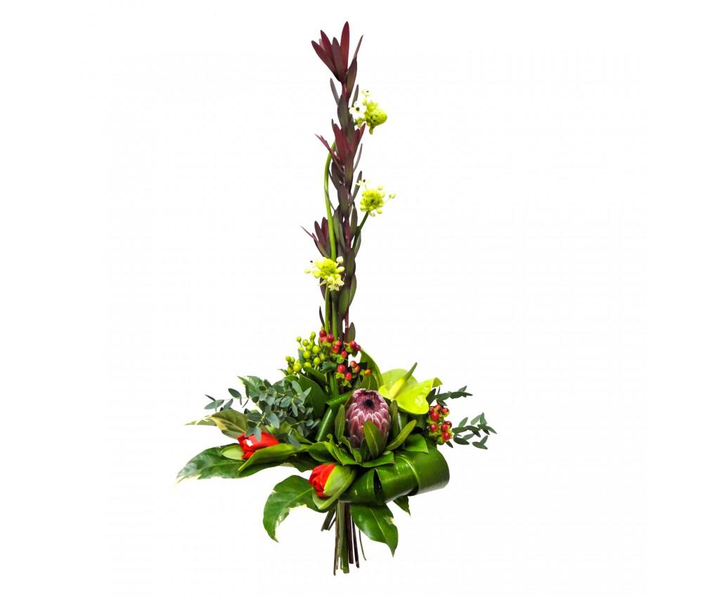 Букет с антуриумом и тюльпанами