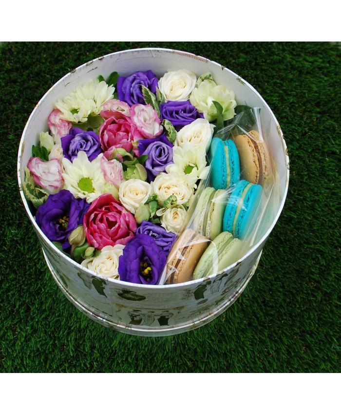 № 17 Коробочка с макарунами и цветами