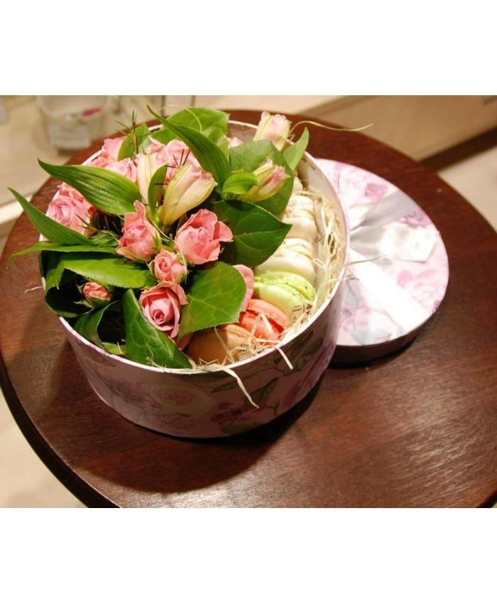 № 3 Коробочка с макарунами и цветами