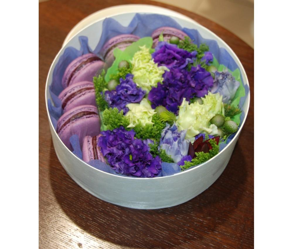 № 4 Коробочка с макарунами и цветами