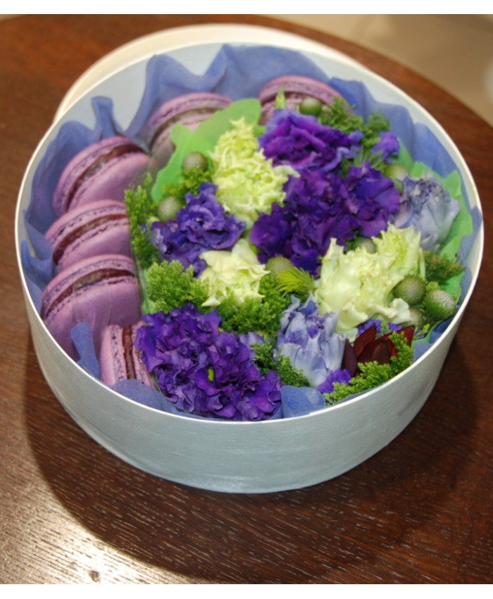 Коробочка с макарунами и цветами № 4