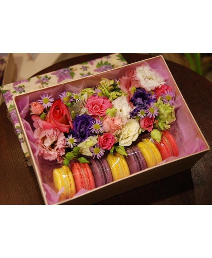 Коробочка с макарунами и цветами № 5