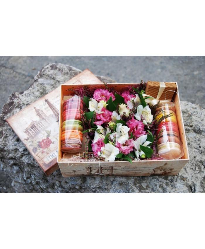 Коробочка с макарунами и цветами № 7