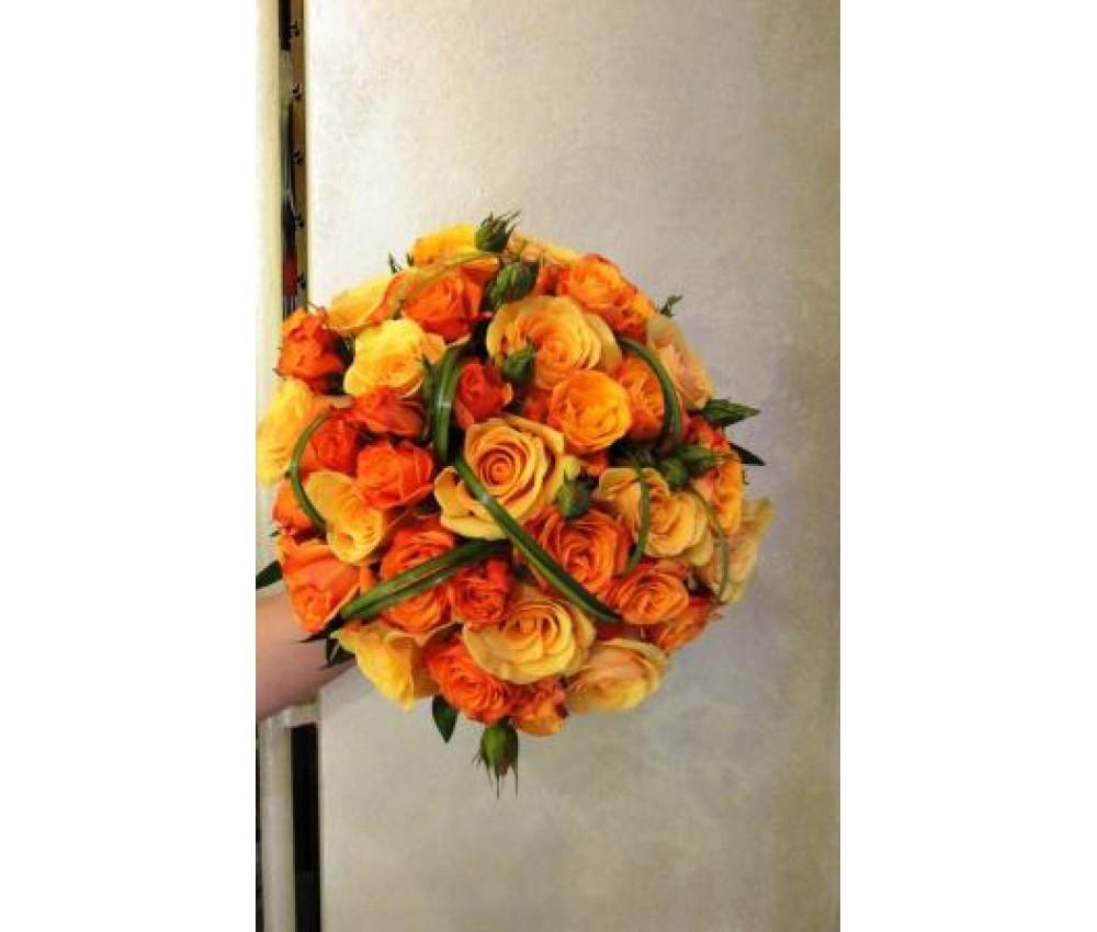 Букет невесты из кустовой розы в оранжевой гамме