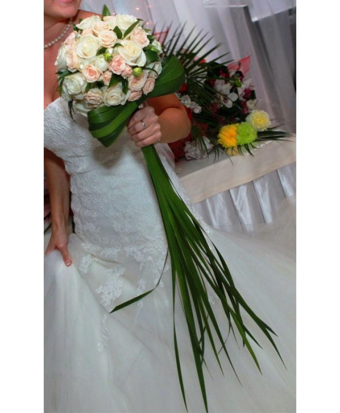 Букет невесты из молочной розы и кустовой розы