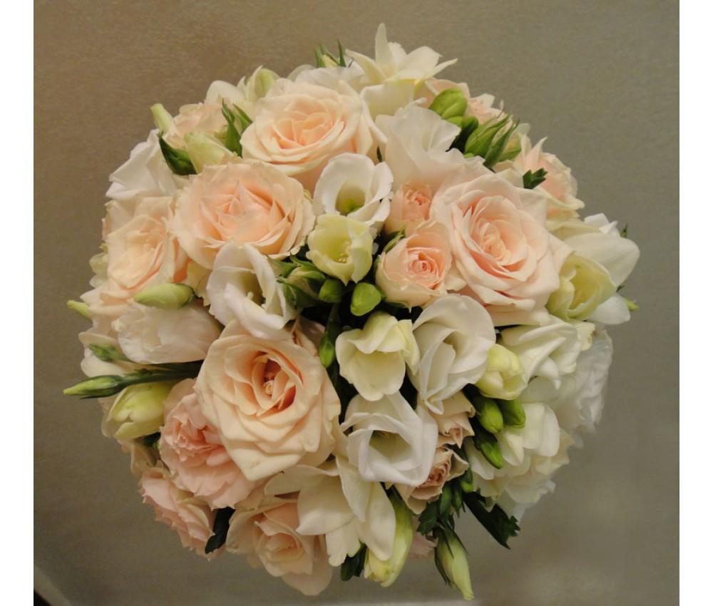 Букет невесты из розы и фрезии