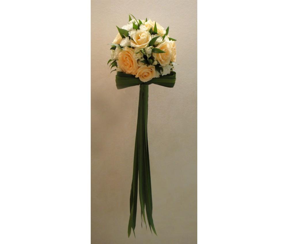 Букет невесты из розы  и кустовой розы
