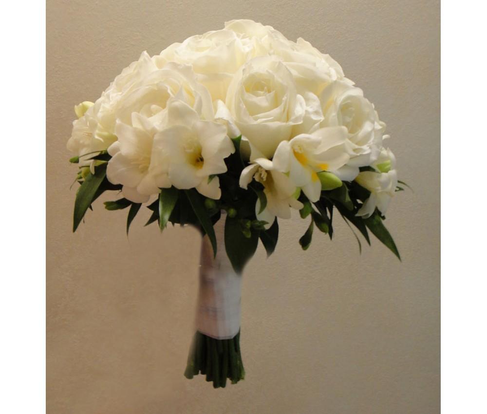 Букет невесты из белой розы и фрезии в Екатеринбурге