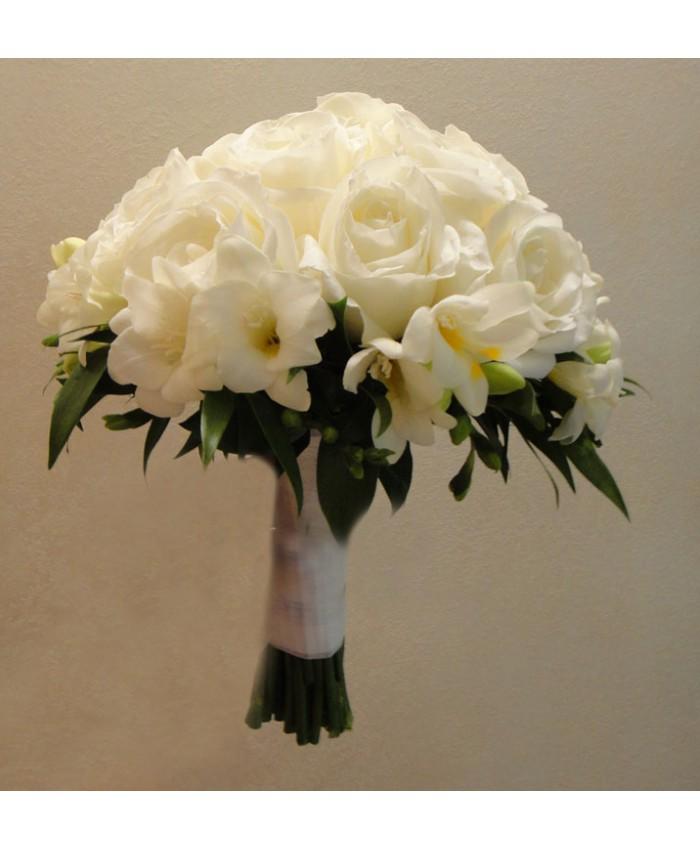 Букет невесты из белой розы и фрезии