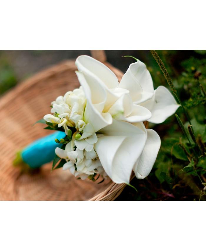 Букет невесты из каллы и фрезии
