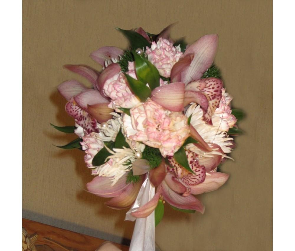Букет невесты шар с орхидеями