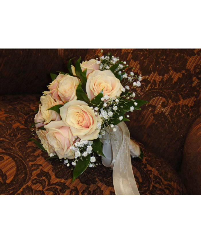 Букет невесты из персиковой розы
