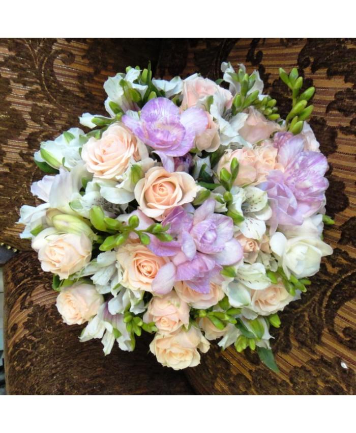 Букет невесты из кустовой розы и альстромерии