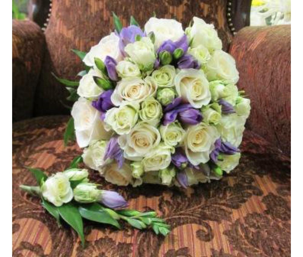 Букет невесты из кустовой розы и фрезии