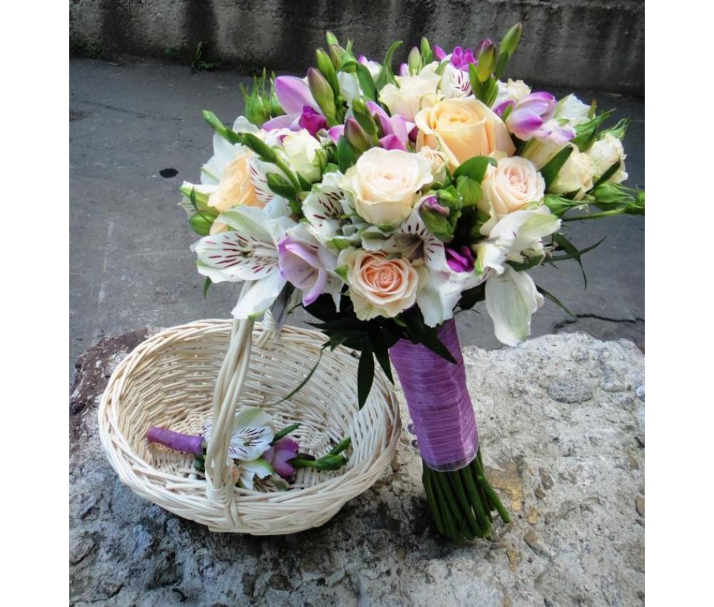 Букет невесты из альстромерий и роз кустовых