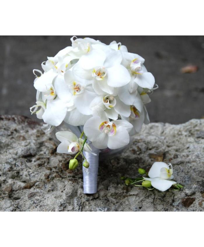 Букет невесты из белого фаленопсиса