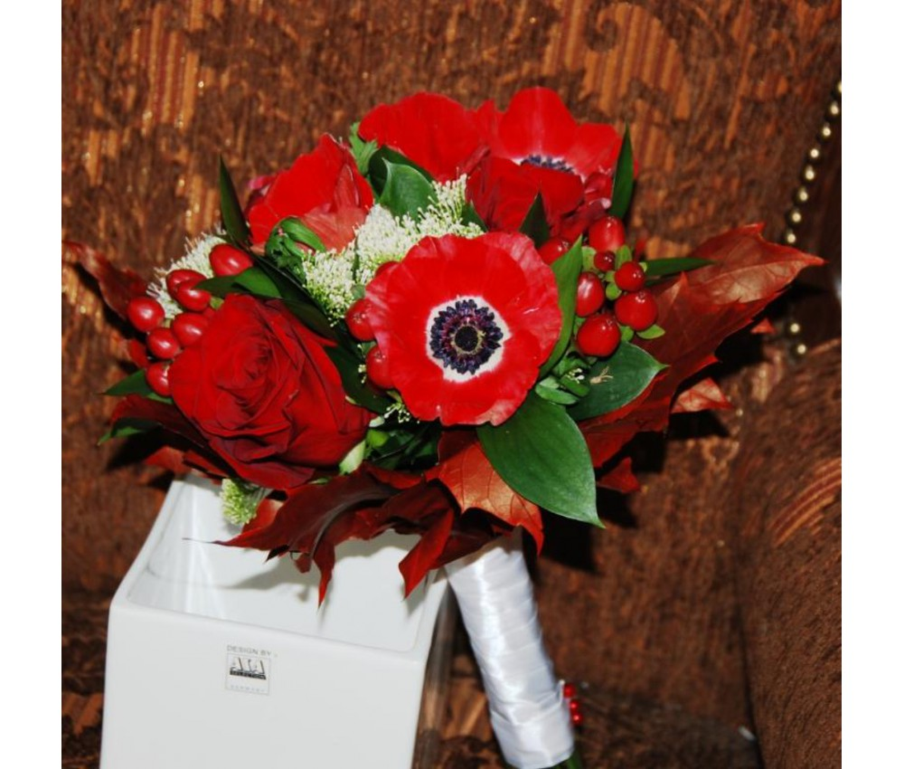 Букет невесты с красными анемонами в Екатеринбурге