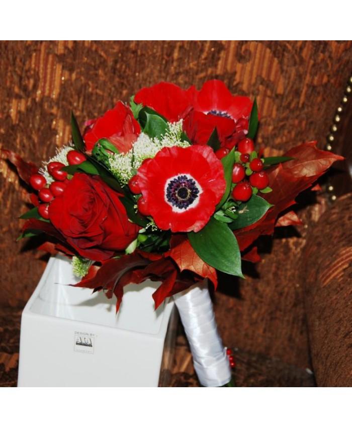Букет невесты с красными анемонами