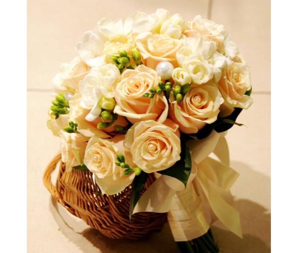 Букет невесты из розы Talea и фрезии