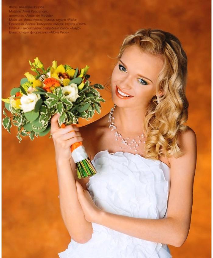 Букет невесты с кустовой розой, нежной эустомой и орхидеей