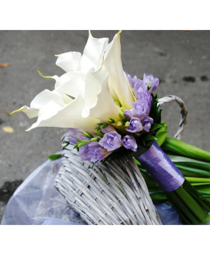 Букет невесты с каллами и сиреневой фрезии