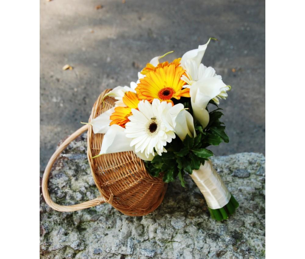Букет невесты с белыми каллами и герберой