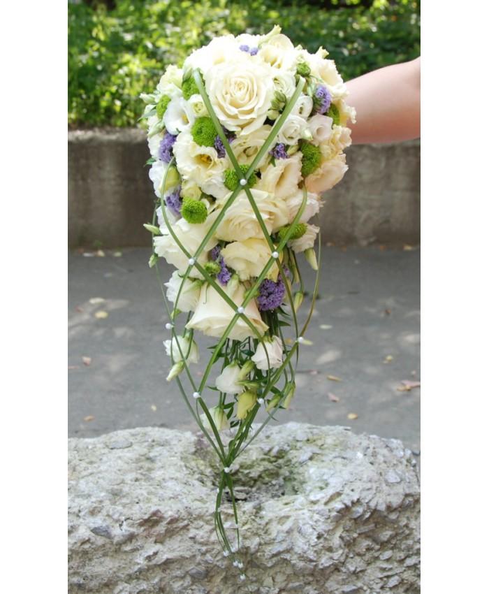 Букет невесты с  эустомой, розой, добавлением зелени