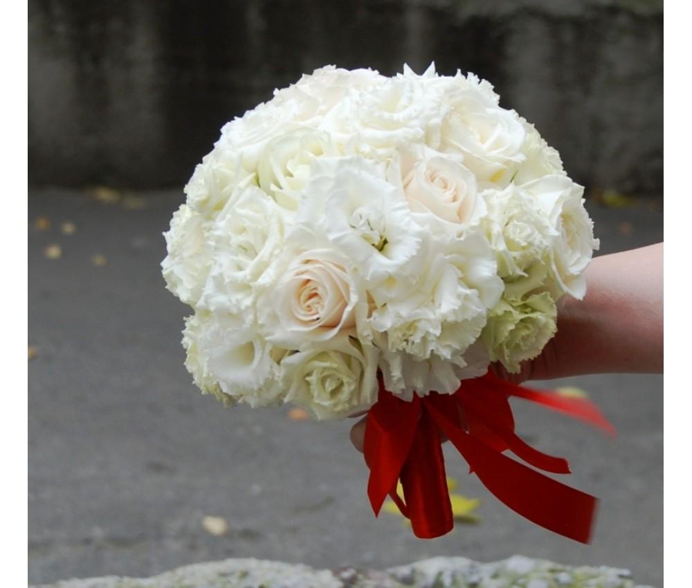 Букет невесты из белой розы и эустомы