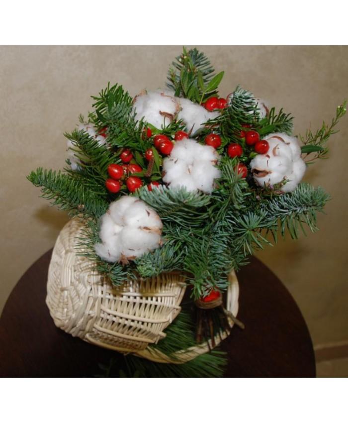 Букет невесты с хлопком, ягодками Hypericum и нобилисом