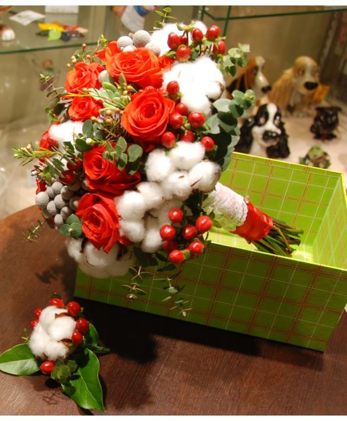 Букет невесты с хлопком, ягодками Hypericum и розой Нина