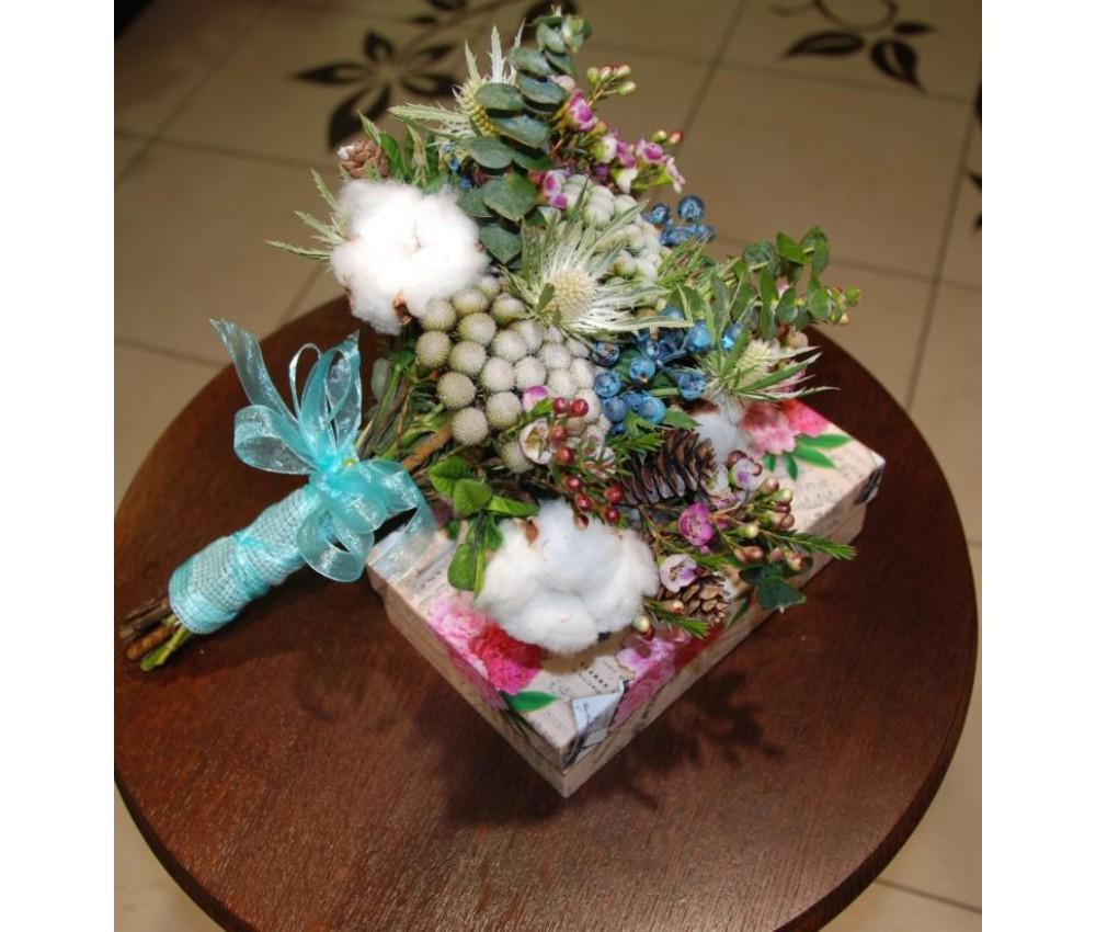 Букет невесты с хлопком, ягодками голубики