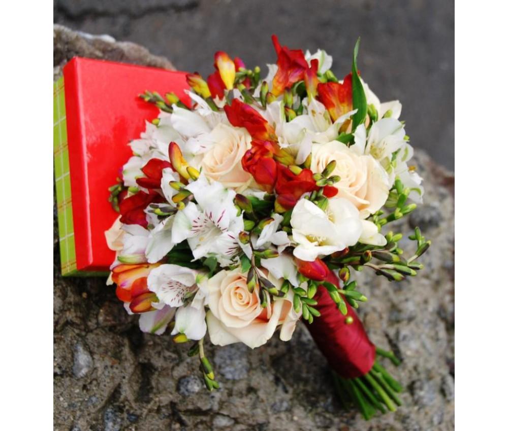 Букет невесты  из фрезии и розы талеи в Екатеринбурге