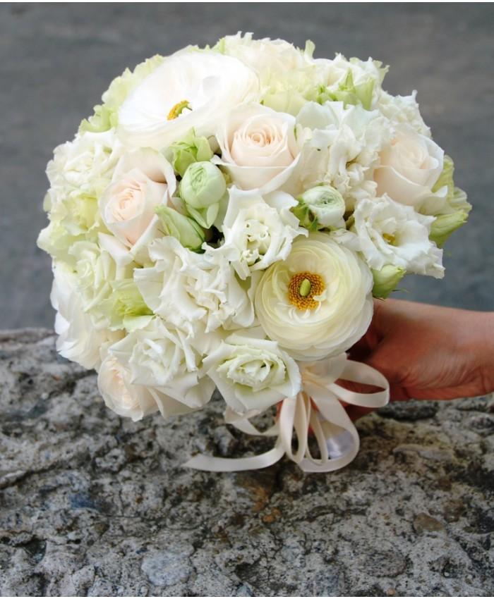 Букет невесты из эустомы и ранукулюсов