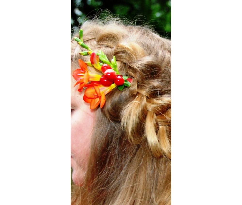 Украшение для волос из фрезии