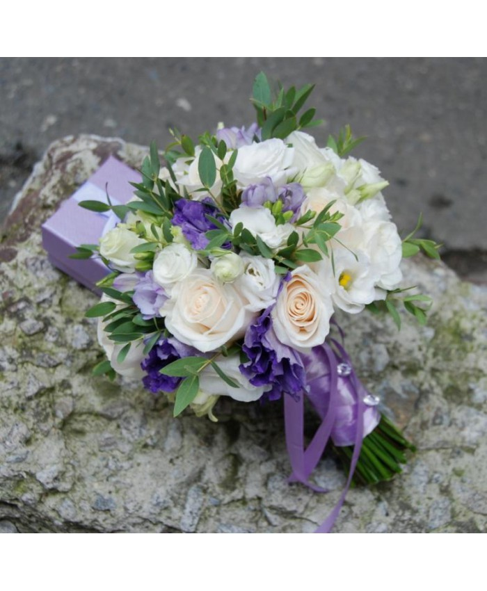 Букет невесты из эустомы и роз фото