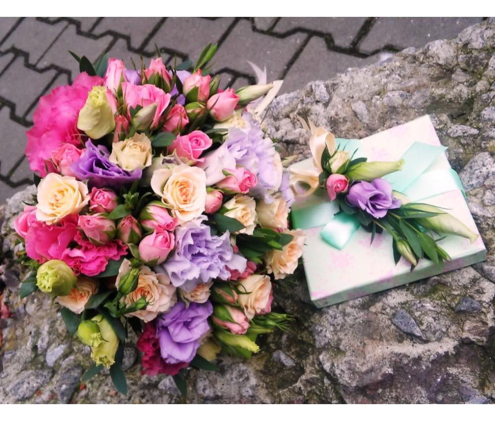 Букет невесты из нежно сиреневой эустомы, с добавлением кустовой