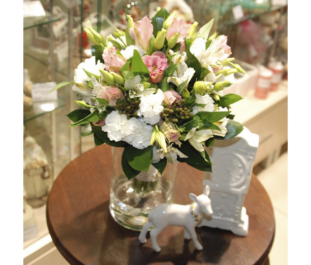Букет невесты из альстромерии и кустовой гвоздики