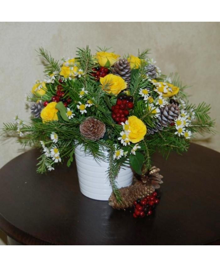 Новогодняя композиция с кустовой розой № 38