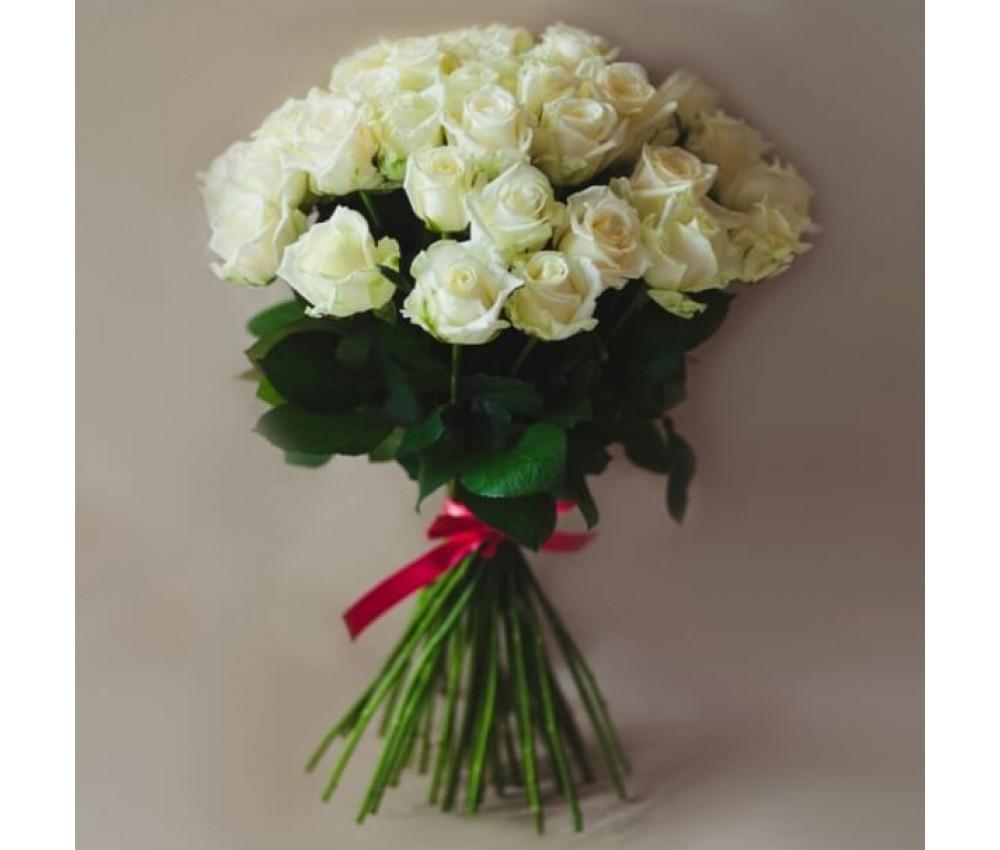 Букет 25 белых роз 60 см.