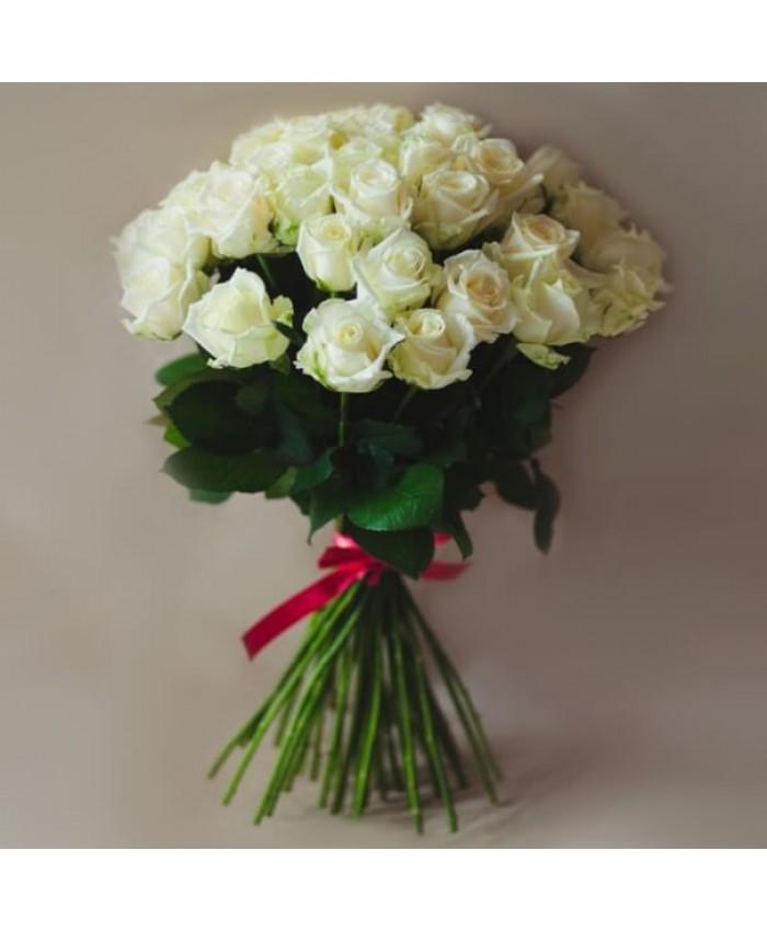 Букет 25 белых Уральских  роз 70 см.