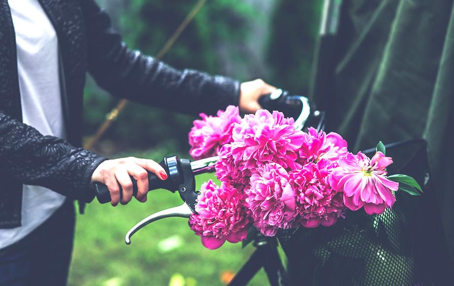 подари своей девушке цветы