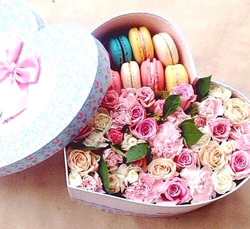 макарони с цветами в коробке